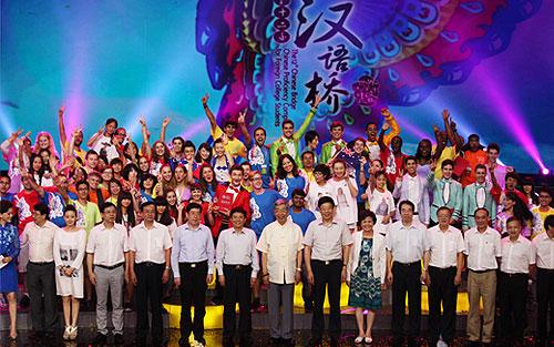 「第十五屆漢語橋選手故宮合影」的圖片搜尋結果